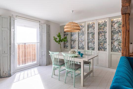 Cozy classic dining room