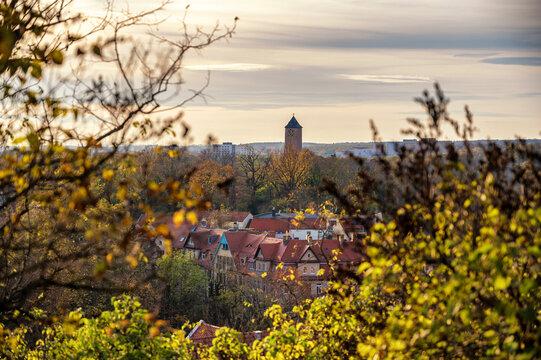 Burg Giebichenstein thront über der Stadt Halle Saale