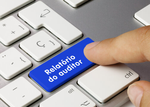 Relatório do auditor - Inscrição na tecla azul do teclado.