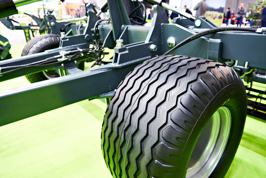 Tire wheel tread agricultural