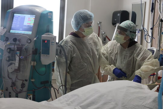 Nurses attend to a patient in the COVID-19 intensive care unit, as the global outbreak of the coronavirus disease (COVID-19) continues, at Providence Saint Joseph Medical Center in Burbank