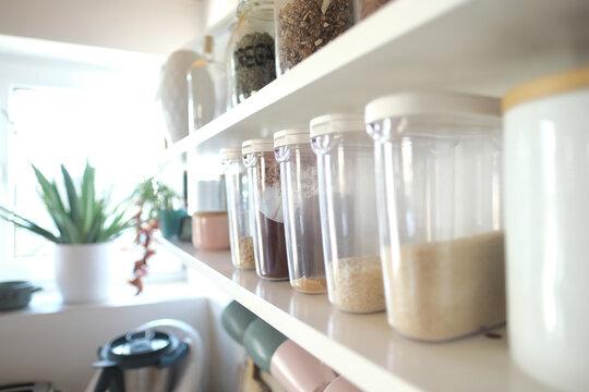 Vorratsdosen für Gewürze und Haferflocken