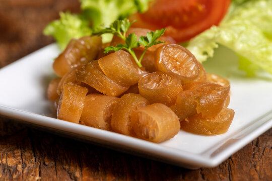 closeup of a cochayuyo salad with tomato