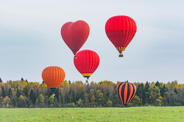 Printed kitchen splashbacks Balloon Morning flight of the hot air balloons above the meadow.