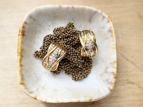 Old gold jewelry in a bowl