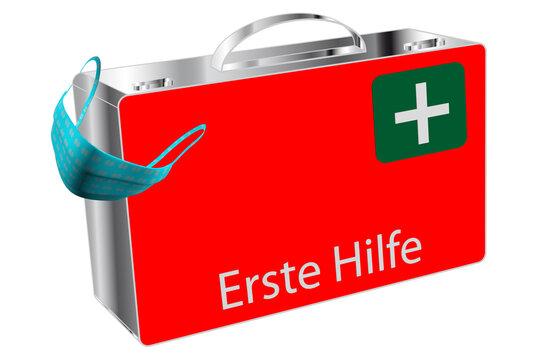 Erste Hilfe Koffer mit FFP2 Maske isoliert auf weiß