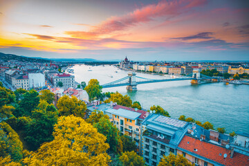 Wall Mural - Scenic top view of the Hungarian Parliament and Chain Bridge on the Danube river at sunset.