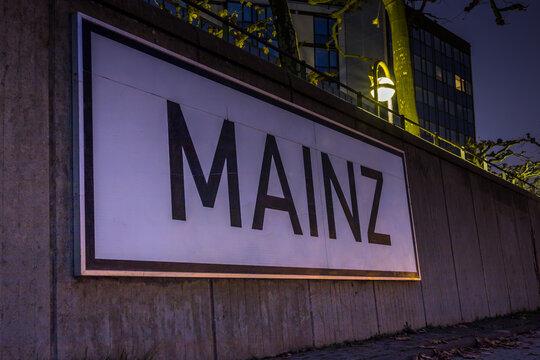 Schild mit der Aufschrift Mainz