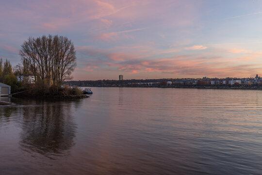 Abenddämmerung in Mainz am Rhein