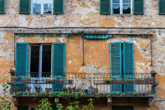 Leerer Balkon in Siena, Italien