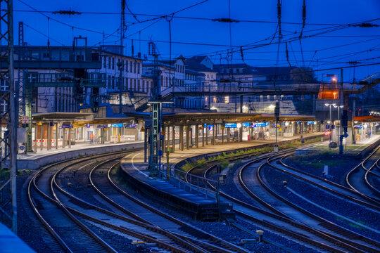 Bahnhof in Wuppertal bei Nacht
