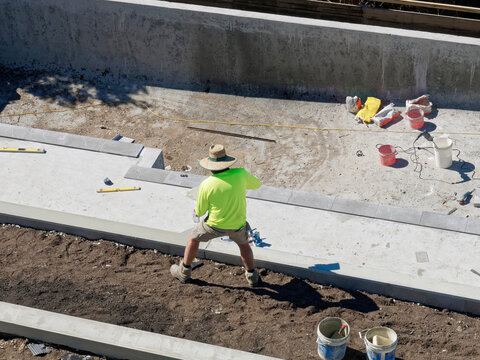 Concrete mixing and pool building with cement by hand with tradies
