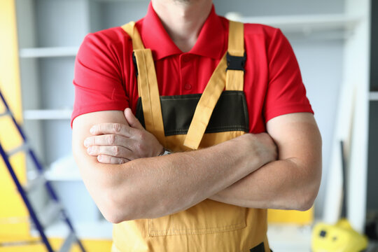 Cropped picture of repairman