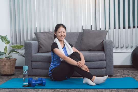 Asian young women are exercising at home.