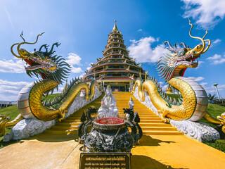 Fototapeta Wat Huay Pla Kang, white big buddha and dragons in Chiang Rai, Chiang Mai province, Thailand obraz