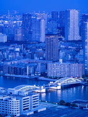 Fototapete - 東京都 夕暮れの隅田川と勝鬨橋