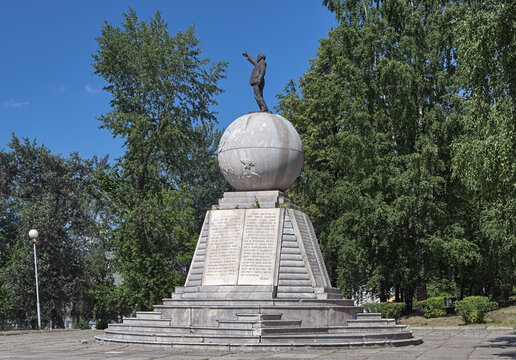 Lenin Monument in Nizhny Tagil, Russia. The monument was unveiled in 1925.