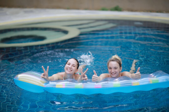 friends summer pool, summer vacation / swimming pool concept, fun youth vacation