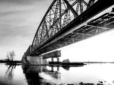 Mosty kolejowe w Tczewie, zabytkowy most stalowy kratownicowy