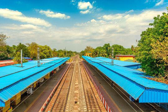 Railway platform is empty for janta curfew lockdown