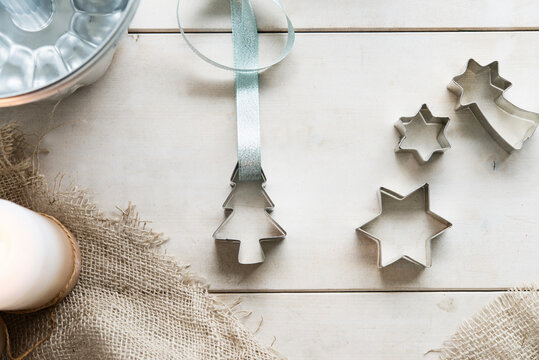 Cutters, a ribbon and a baking tin
