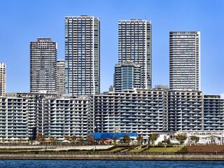 Fototapete - 東京都 晴海の選手村と高層マンション