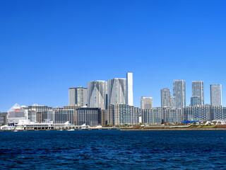 Fototapete - 東京港から見た晴海のマンション群