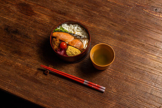 典型的な和食 Japanese style famous lunch box (bento)