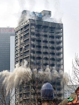 Sprengung des AfE-Turm am Campus Bockenheim der Johann-Wolfgang-Goethe-Universität in Frankfurt am Main im Jahr 2014