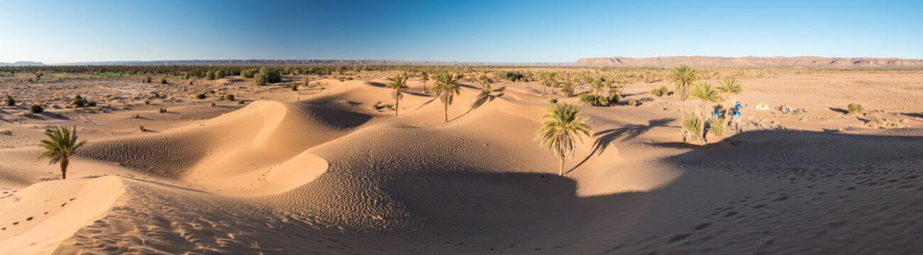 Panorama dans les dunes du désert marocain