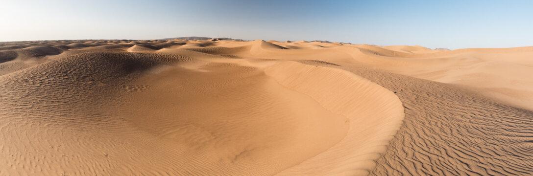 Panorama de dunes du désert marocain