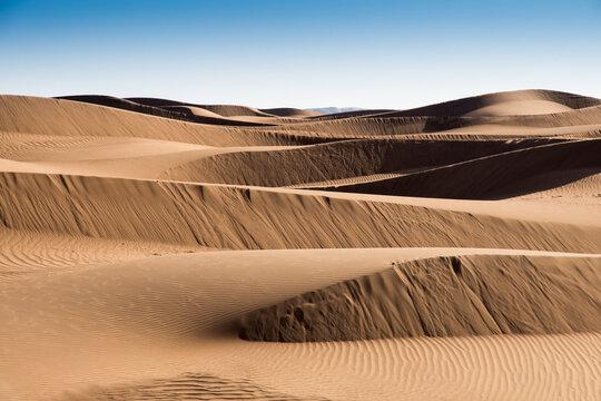 Jeu d'ombre et de lumière sur les dunes