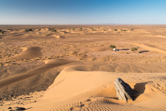 Campement au pied des dunes