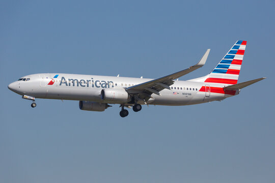 American Airlines Boeing 737-800 airplane at Los Angeles airport