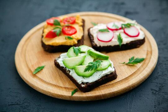 Vegetarian rye bread toasts