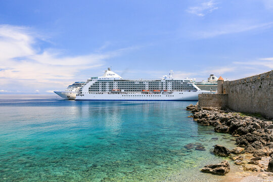 Heavy traffic of cruise ships at Rhodes harbor