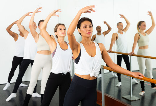 Warm-up sessions at the bench, women and men doing ballet