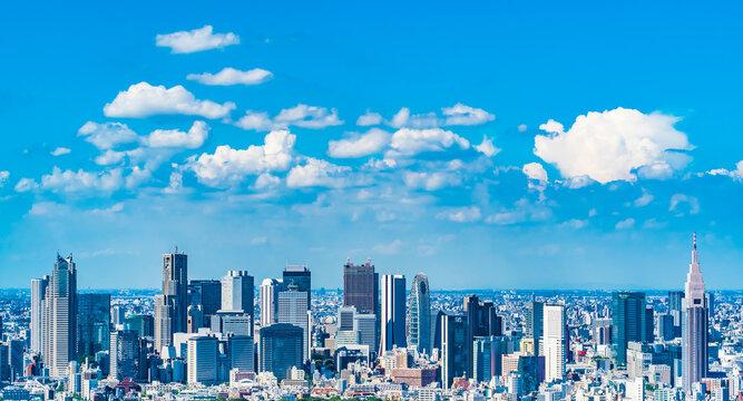 東京 新宿の高層ビル群と夏の雲 ~ Blue sky with skyscrapers in Shinjuku, Tokyo, Japan ~