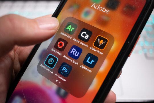 まだ慣れないAdobeアプリの新ロゴたち。iPhoneの画面上のアイコン。Adobe Aero/Adobe Capture/Adobe Draw/Adobe Spark Post/Adobe Premiere Rush/Adobe Lightroom/Adobe Photoshop Fix/Adobe PS Camera