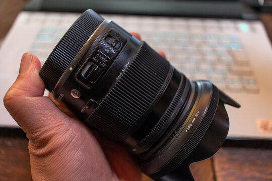 I'm using this SIGMA zoom lens for many years. Camera lens/Photographer life/Photography theme