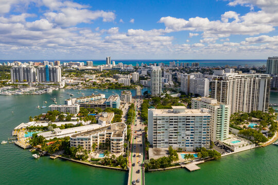 Aerial photo Belle Isle Miami Beach residential condominiums with road passing between