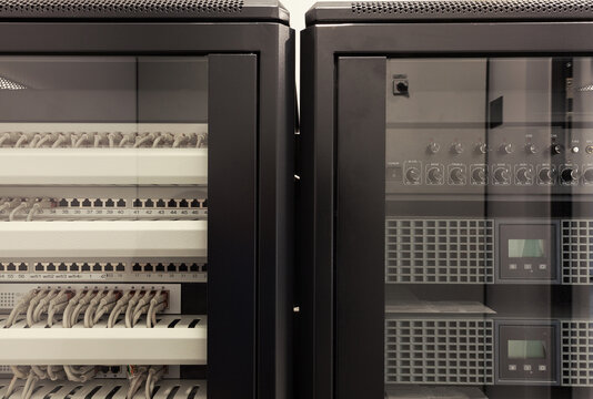 Rack for Net and Audio Connections