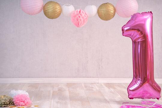 Digitaler Hintergrund für Cake smash erster Geburstag rosa, weiß, gold und pink mit Lampions und großer Luftballon 1
