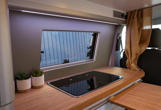 Diseño de furgoneta camper y caravana
