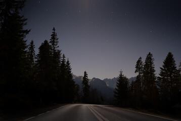 Nocna droga w polskie góry