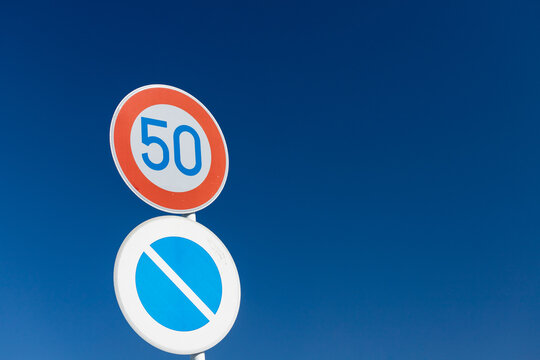 道路上の速度制限マーク