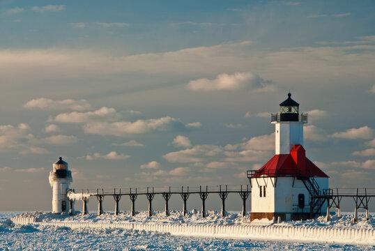 502-88 St. Joseph Pierhead Lights in Winter