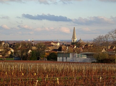 Le village de Givry dans la Côte Chalonnaise au pied des vignobles.