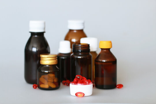 dark-colored medical bottles for storing tablets, capsules, powders, syrup