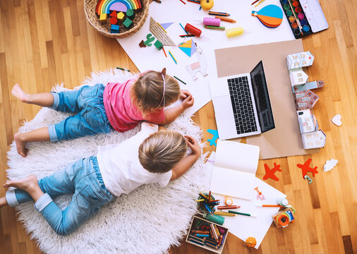 Preschool kids drawing and making crafts with online art classes